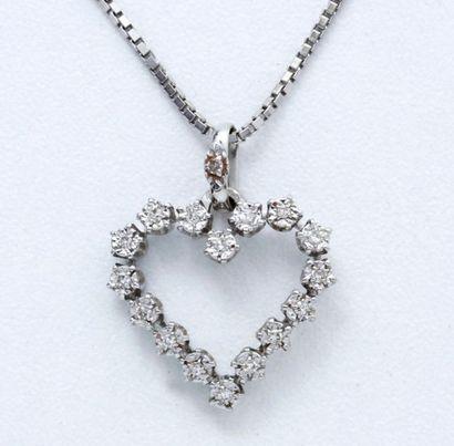 Pendentif en or gris 18 K formant un coeur...