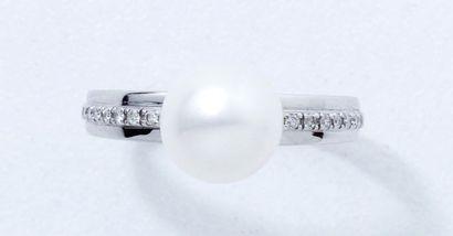 Bague en or gris 18 K, ornée d'une perle...
