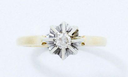 Bague en or 18 K, ornée d'un diamant brillanté...