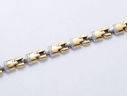 Bracelet 2 ors 18 K, composé de maillons...