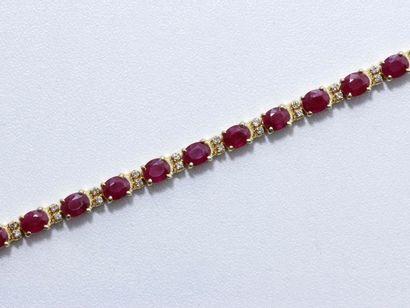 Bracelet en or 18 K, composé d'une ligne...