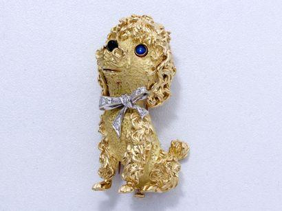 Clip de revers en or 18 K guilloché représentant...