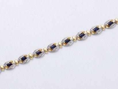 Bracelet ligne en or 18 K, composé de maillons...