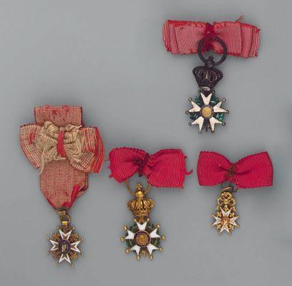 Quatre réductions: une croix de chevalier...