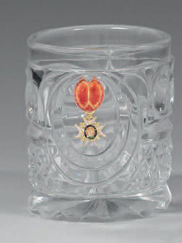 Verre gobelet en cristal moulé et taillé,...
