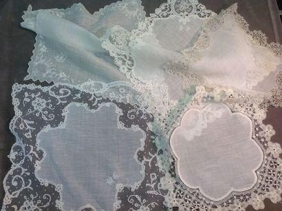 Lot de 5 beaux mouchoirs en linon et dentelles,...