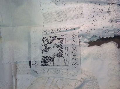 Lot de linge divers: 12 serviettes en coton...