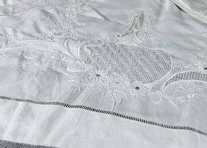 Parure de lit en linon brodé, fin du XIXe...
