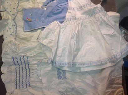 Pièces pour l'enfant, années 1950/60. Bonnet...