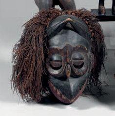 Ibibio. (Nigeria). Ancien masque Ibibio au...