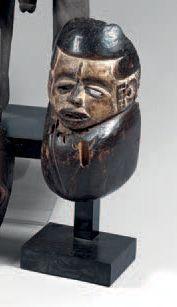 Idoma. (Nigéria). Rare et ancien masque-goitre...