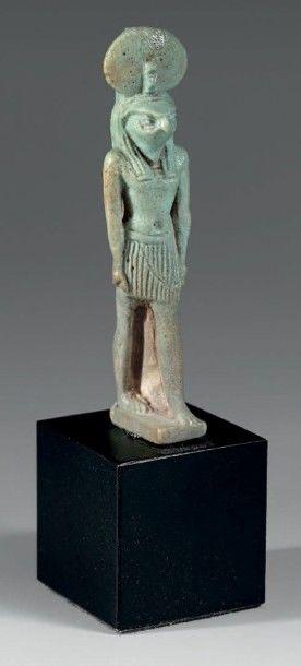 Amulette représentant le dieu Rê-Harakhti....