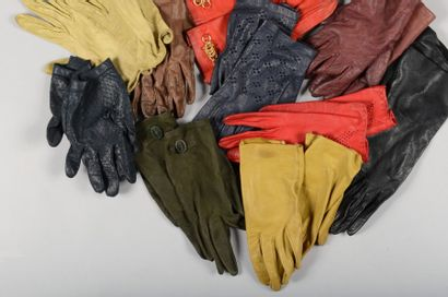 10 Paires de gants en cuir de divers couleurs...
