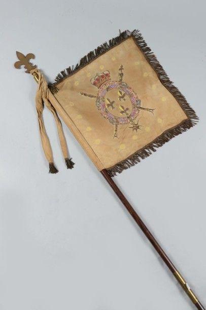 Fanion royaliste en soie peinte aux armes...