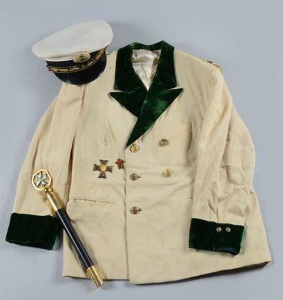 Ensemble de pieces d'uniformes et d'equipements...