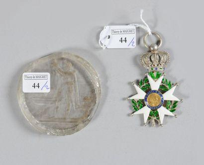 Une croix de chevalier de l'ordre de la Légion...