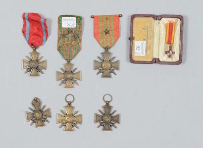 Lot de six medailles militaires: une 1914-1915,...