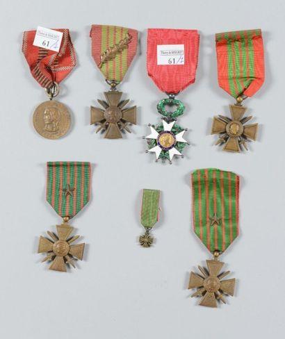 Une croix de chevalier de la Legion d'honneur...