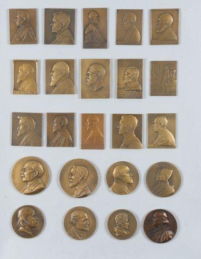 Important lot de medailles commemoratives...