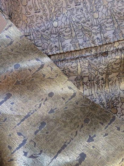 Brocart d'or de style Persan au motif de...
