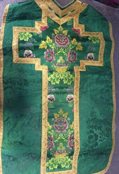 Chasuble de forme romaine en damas vert et...