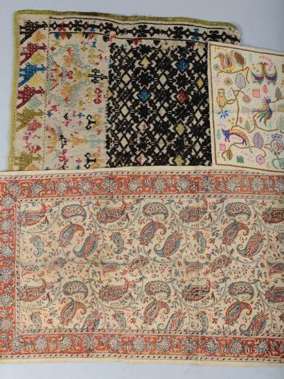 Textiles divers: tapis de table en Kalamkhari,...
