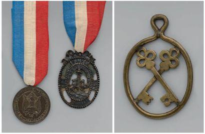 Une médaille ronde en cuivre argenté: