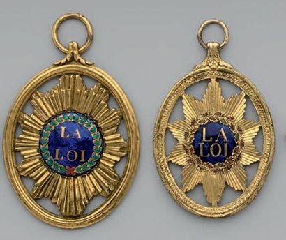 Deux insignes de magistrat, ovales, à bélière,...