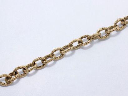 Bracelet en or 750 millièmes composé de maillons...