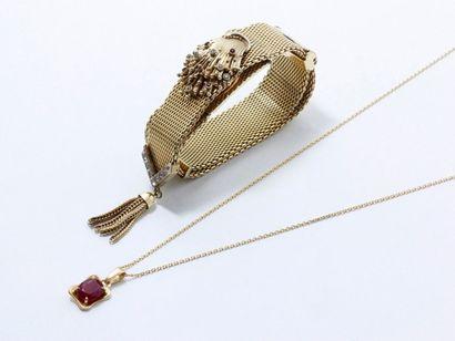 Lot en en or 750 millièmes composé d'un pendentif...