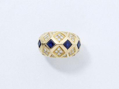 Bague jonc en or 750 millièmes décorée d'une...