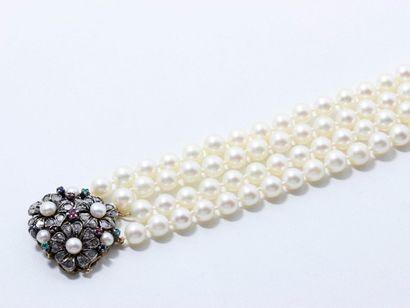 Bracelet composé de 4 rangs de perles de...