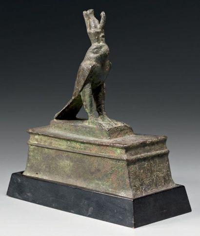 Statuette reliquaire représentant Horus sous...