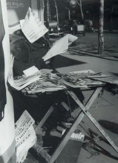 Marchand de journaux, Place de Clichy, 1948...
