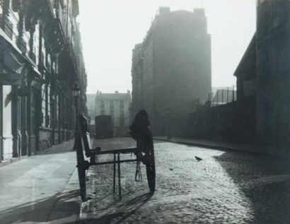 Carriole, Paris, 1948 Tirage gélatino-argentique...