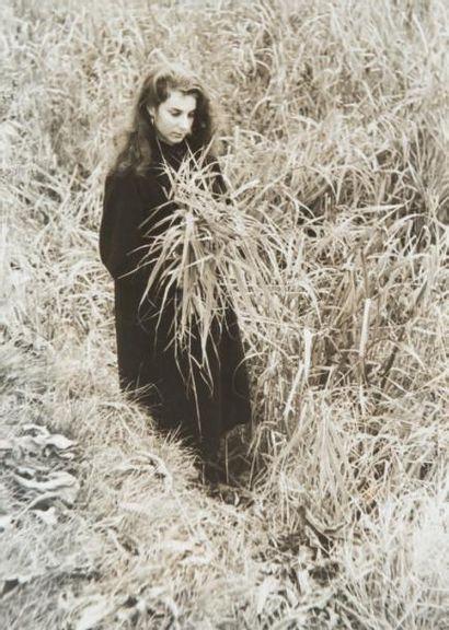Femme aux champs, 1950 Tirage gélatino-argentique...