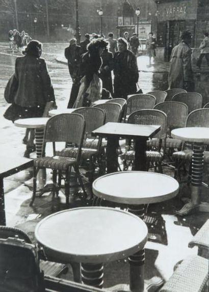 Café, les Halles, 1951 Tirage gélatino-argentique...