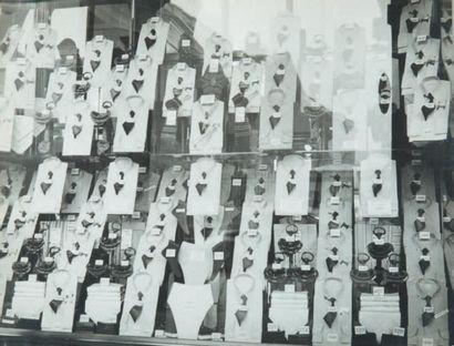 Vitrine aux chemises, rue de Rivoli, 1947...