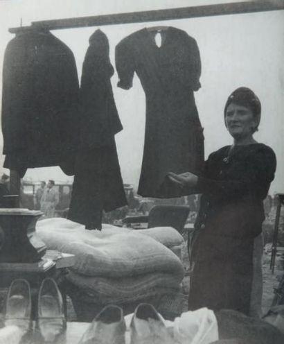 Marché aux Puces, 1948 Tirage gélatino-argentique...