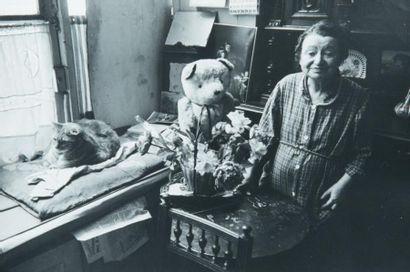 Concierge au chat, 1958 Tirage gélatino-argentique...