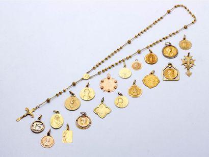 Lot en or 750 millièmes, composé de médailles,...