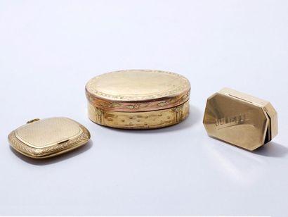 Lot en or 750 millièmes ciselé et guilloché,...