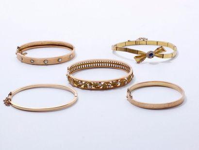 Lot en or 750 millièmes, composé de 4 bracelets...