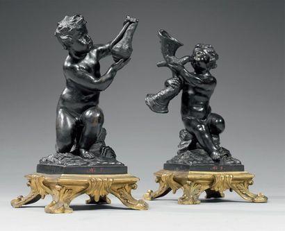 Rare paire de statuettes en bronze finement...
