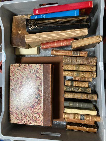 3 mannettes de livres anciens et modernes...