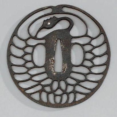 TSUBA en fer ajouré d'une grue. XIXème siècle...