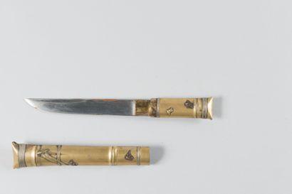 Couteau japonais en laiton argenté, représentant...