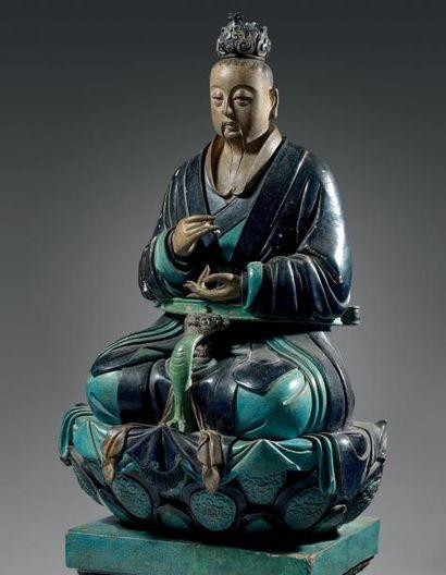 CHINE Importante statue en grès émaillé manganèse et turquoise d'un dignitaire bouddhiste...