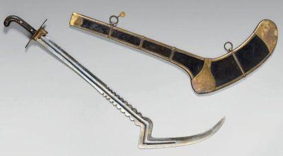 """Rare et redoutable sabre de cavalerie """"coupe jarret"""", poignée de type oriental à..."""
