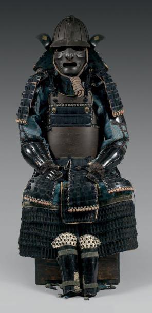 Armure Japonaise. Casque en fer patiné à...